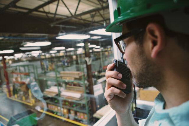 Motorola Safe manufacturing - Worker using two-way radio